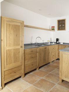 Bruine vloer en keukenkasten wel wat saai!!!