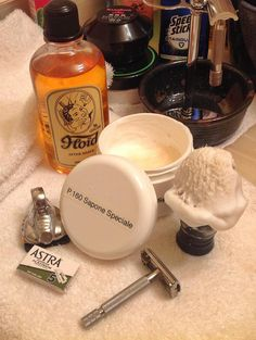 Richard Hutchinson's Classic Italian Barber shave!  P.160 Shavemac brush Gillette 1940's English Rocket Astra Superior Platinum Headblade Floid Original Aftershave