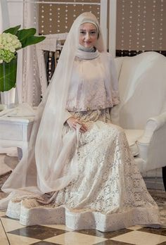 Islamic Wedding Dress With Floor Length. Courtesy of Hijab Tuts Muslim Wedding Gown, Muslimah Wedding Dress, Muslim Wedding Dresses, Muslim Brides, Muslim Dress, Bridal Dresses, Kebaya Muslim, Wedding Abaya, Bridal Hijab