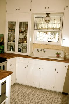 hinges and hardward White Kitchen Cupboards, Old Kitchen, Farmhouse Style Kitchen, Kitchen Cabinetry, Updated Kitchen, Country Kitchen, Vintage Kitchen, Cottage Kitchens, Home Kitchens