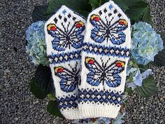 Butterfly Spring mittens with lots of possibilities for color use. Duplicate stitch embroidery (optional) adds even more color! The PDF has lots of color ideas. Knit Mittens, Mitten Gloves, Butterfly Pattern, Yin Yang, Embroidery Stitches, Ravelry, Baby Kids, Knitting, Spring