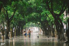 Cuba - Burkard氏いわく、キューバの人々は雨が降ってもいつも外にいるそうです。それは何時間降ろうとお構いなしだとか。