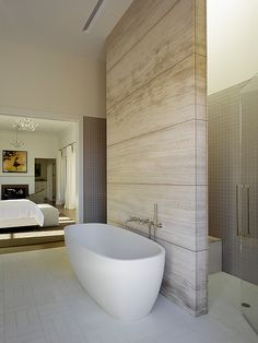This stunning wine country retreat was designed by Andrew Mann Architecture in collaboration with Kara Mann Design, located in Napa County, California. Ensuite Bathrooms, Bathroom Spa, Bathroom Interior, Modern Bathroom, Small Bathroom, Bad Inspiration, Bathroom Inspiration, Bad Wand, Transitional Bathroom