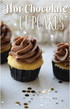 These hot chocolate cupcakes are absolutely to die for. What could be better than hot chocolate with a cupcake? Hot chocolate IN a cupcake! Easy Cupcake Recipes, Delicious Cake Recipes, Sweets Recipes, No Bake Desserts, Easy Desserts, Yummy Food, Top Recipes, Good Food, Hot Chocolate Cupcakes