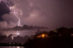 Lightning storm in Darwin NT. A little piece of me will always yearn to go back there. hopefully we get up that way next year Ride The Lightning, Thunder And Lightning, Lightning Strikes, Lightning Storms, Darwin Australia, Storm Photography, Australia Photos, Thunderstorms, Tornadoes