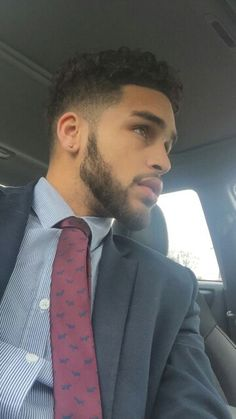 Shit my weakness a guy in a suit sheet! Fine Boys, Fine Men, Handsome Black Men, Handsome Man, Man Crush Everyday, Hommes Sexy, Attractive Men, Good Looking Men, Haircuts For Men
