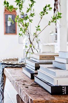 """""""Sua casa deve ser uma destilação de seus interesses, de quem você realmente é. Se você está feliz com sua vida, seu espaço vai refletir ..."""