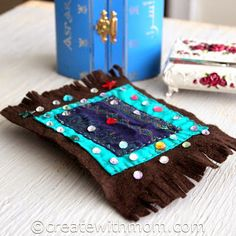 Making Magic Carpets For An Aladdin and Jasmine Themed Party Summer Camp Crafts, Camping Crafts, Summer Activities, Diy For Kids, Crafts For Kids, Arts And Crafts, Disney Diy, Disney Crafts, Aladdin Art