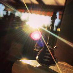 New photo online Sonnenstrahlen genießen  #musicphotography #guitar - #guitarplayer #guitarist #gutenabend #enjoytheevening #sunsetlover #sunsetlover #sonnenuntergang #sonnenuntergang #potsdam #babelsberg #talisman #mojo #musikfotografie #gitarre #picoftheday #musik #soundcloudartist Hope you like it