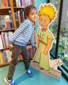 La primera vez que visitamos esta sección de la librería él estaba muy chiquito, entendía menos el poder que tienen los libros. . . . Hoy… First Time, Libros, Pictures
