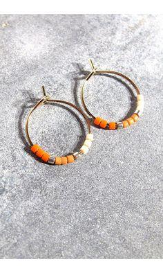 Tassia Canellis mini-créoles Maya corail #earrings #boucles #tassiacanellis #orange #white #boucles #mini #créoles #jewels #summer #bijoux