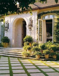 Perhaps one day, I'll have a beautiful Venetian terrace like this!