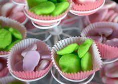 Candy Bar de gominolas por Art Sucré Baby Birthday, Desserts, Food, Candy Buffet, Baby Mini Album, Wedding, Tailgate Desserts, Deserts, Essen