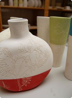 diana fayt process photos mishima technique delicate lines flower drawings clean lines pottery ceramics clay