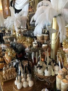 15 Vintage Party Decoration With Great Gatsby Theme That Awesome And Fabulous - Page 3 of 31 - Wedding Dream Roaring 20s Birthday Party, Great Gatsby Themed Party, Great Gatsby Wedding, 40th Birthday Parties, 1920 Theme Party, Party Party, Trendy Wedding, Party Themes, Great Gatsby Decorations