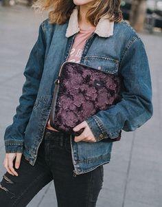 funda-portátil-pelo-burdeos-4 Street Style, Denim, Jackets, Collection, Fashion, Notebook Covers, Bordeaux, Plushies, Hair