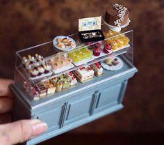 La mamma giapponese che crea incredibili miniature di mobili e oggetti per le case delle bambole