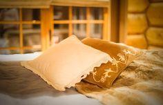 UGLA - Noen ganger går drømmer i oppfyllelse. Real Estate, Throw Pillows, Bed, Home, Toss Pillows, Cushions, Stream Bed, Real Estates, Ad Home
