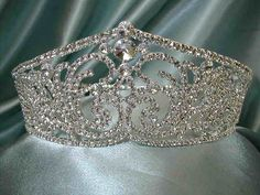 This crown with some rubies sprinkled in between = perfection