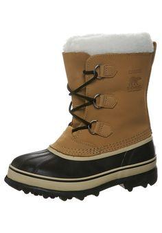 ¡Consigue este tipo de botas básicas de Sorel ahora! Haz clic para ver los detalles. Envíos gratis a toda España. Sorel YOUTH CARIBOU Botas para la nieve beige: Sorel YOUTH CARIBOU Botas para la nieve beige Zapatos     Material exterior: piel/tejido sintético, Material interior: de invierno, Suela: fibra sintética, Plantilla: tela   Zapatos ¡Haz tu pedido   y disfruta de gastos de enví-o gratuitos! (botas básicas, basic, basico, basica, básico, basicos, casual, clasica, clasicas, cl...