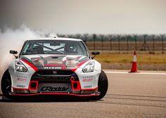 高速ドリフト走行のギネス世界新記録を達成した日産 GT-R NISMO