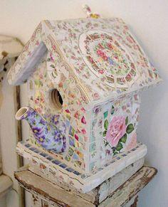 Love this teaspout birdhouse, a great use for broken teapots! Love this teaspout birdhouse, a great Mosaic Garden Art, Mosaic Diy, Mosaic Crafts, Mosaic Projects, Mosaic Glass, Diy Projects, Mosaic Ideas, Broken China Crafts, Mosaic Birds