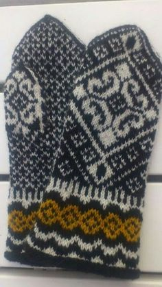 Ravelry: Lisa pattern by Solveig Larsson Knitted Mittens Pattern, Knit Mittens, Knitted Gloves, Fair Isle Knitting, Knitting Accessories, Hand Warmers, Knit Crochet, Crochet Patterns, Embroidery