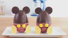 Mira este video paso a paso para preparar estos hermosos Huevos de Pascua de Mickey Mouse! Easter Chocolate, Chocolate Art, Homemade Chocolate, Rose Cookies, Easter Cookies, Hoppy Easter, Easter Eggs, Frappuccino, Chanel Birthday Cake