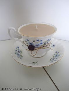 Vintage tea cup candle.  I want some of these!