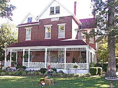 Victorian House Bed and Breakfast  110 North Main St., P.O. Box 104, Smiths Grove, KY 42171  looks like  a nice place!