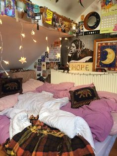 Jane had such a cool room and i got to sleep on a bunch of couch cushions and pillows and comforters on the floor. We would always make pillow forts with amy and when darren and cesar come over.