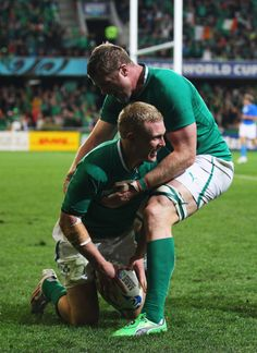 Keith Earls of Ireland (Left) is congratulated by teammate Jamie Heaslip Keith Earls, Memento Mori, Rugby, All Star, Athletes, Ireland, Sports, Hs Sports, Excercise