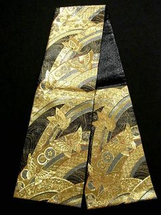 This is a Fukuro obi with butterfly, 'Kiku'(chrysanthemum) kamon pattern, which is woven