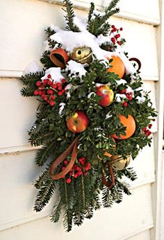 Colonial Williamsburg...another favorite for the Holidays. I love the natural elegance.  These are easy to make actually...try it and recapture the original look of Christmas in America.