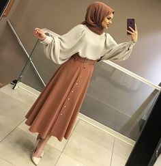 How to dress modestly according to your morphology? - SoSab - Modest Fashion - How to dress modestly according to your morphology? Hijab Style Dress, Modest Fashion Hijab, Modern Hijab Fashion, Street Hijab Fashion, Hijab Fashion Inspiration, Hijab Chic, Muslim Fashion, Mode Inspiration, Skirt Fashion