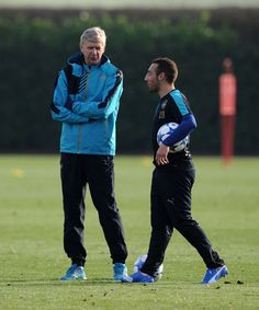 Arsene Wenger and Santi Cazorla during the training session before the match between Arsenal and Dinamo Zagreb (November 2015)