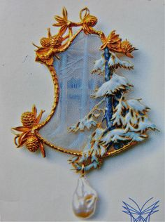 Lalique Brooch - Lalique Museum, Hakone, Japan. photo: Tomoko Kamishima