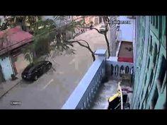 Tai nạn giao thông kinh hoàng tại Long Biên được Camera quan sát ghi lại