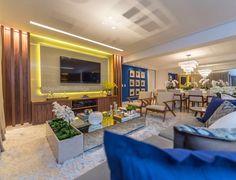 Com o toque do azul num living amplo e inspirador. Amei!  @pontodecor  Projeto @depaulaenobrega | @designdecor Snap:  hi.homeidea  http://ift.tt/23aANCi #bloghomeidea #olioliteam #arquitetura #ambiente #archdecor #archdesign #cozinha #kitchen #arquiteturadeinteriores #home #homedecor #pontodecor #lovedecor #homedesign #instadecor #interiordesign #designdecor #decordesign #decoracao #decoration #love #instagood #decoracaodeinteriores #lovedecor #lindo #luxo #architecture #archlovers…