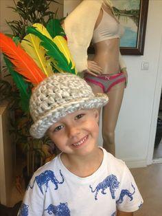 Leonard gjorde en indian hatt :)