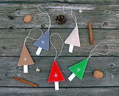 Dadyart / Stromčekyyy vločkové Drop Earrings, Christmas Ornaments, Xmas Ornaments, Christmas Jewelry, Christmas Ornament, Christmas Baubles, Chandelier Earrings, Drop Earring, Xmas Decorations