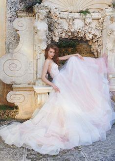 Hermoso vestido de novia para tu boda en México. Inspírate más en http://bodatotal.com/