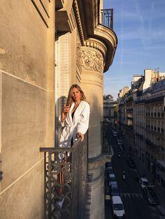 MINE HOTSPOTS L'Avenue er nok et af de hotteste celeb spots i Paris. Man kan spotte mange sjove, overdådige typer, og Kardashians spiser her også i et afsnit a