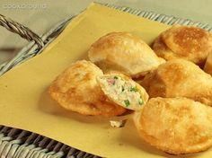 PANZAROTTI sono uno dei più famosi cibi da strada della tradizione culinaria…