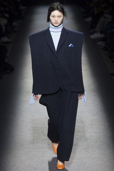 Jacquemus Fall 2016 Ready-to-Wear Fashion Show - Cong He