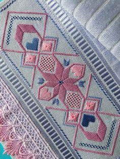 Anastasia Altimari's media content and analytics Bargello Needlepoint, Bargello Patterns, Border Embroidery Designs, Modern Embroidery, Embroidery Patterns, Cross Stitch Patterns, Blackwork Embroidery, Hand Embroidery Stitches, Embroidery Techniques