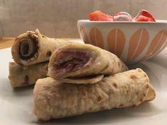 Speltlomper med spekeskinke og jordbær med vaniljekesam❤ Et sunnere alternativ til snacksen Dairy, Cheese, Snacks, Food, Alternative, Appetizers, Meals, Yemek, Treats
