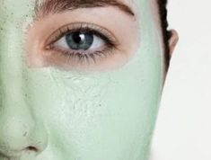 11 Easy DIY Beauty Recipes for Summer For oily or acne-prone skin, try a mask that will help soothe the skin. Take one ripe banana and blend it with 1 tablespoon of honey and 1 tablespoon of lemon juice. Leave on for 15 minutes. If you have dry skin, mix Life Hacks Diy, Diy Beauty, Beauty Hacks, Beauty Tips, Homemade Beauty, Beauty Secrets, Fashion Beauty, Skin Care Routine For 20s, Skincare Routine