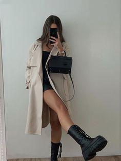 Fashion 2020, 90s Fashion, Fashion Looks, Fashion Outfits, City Fashion, Fashion Addict, Cute Casual Outfits, Fall Outfits, Blazer Outfits