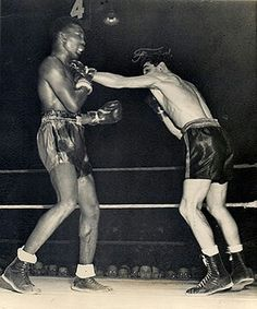 Willie Pep defeated Chalky Wright on November 20, 1942 to win the World Featherweight Championship at Madison Square Garden.